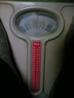 毎日、体重計にのってます。