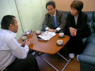 日本共産党の医療改悪反対のアピールを届けながら懇談しました。