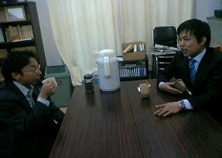 青年に熱く語りかける日本共産党参院比例候補の谷川智行さん