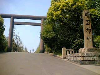 民青のみなさんと靖国神社に行ってきました。