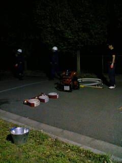 消防団のポンプ操法大会の練習の応援をしました。