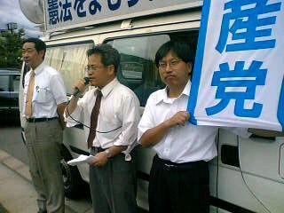 小泉首相の靖国神社参拝に抗議する街頭演説をしました。