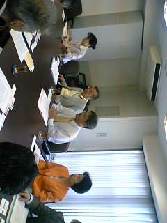 集配局統廃合計画の問題で郵政公社南関東支社に申し入れにいきました。