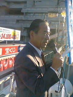 石原県議と朝、街頭宣伝しました。