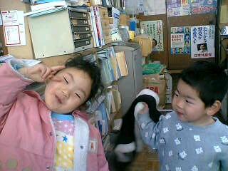 党県委員会事務所に来た子どもたち