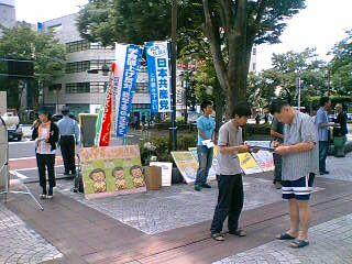 かえるネットのみなさんと甲府駅前宣伝をしました。