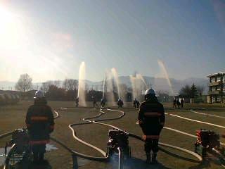 甲府市消防団大里分団出初め式に参加しています。