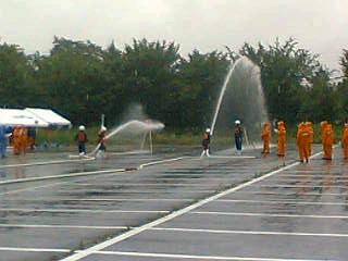 雨天ですが甲府市消防団ポンプ操法大会が行なわれています。