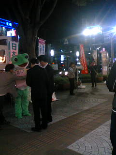 日本共産党と一緒に日本を変えるネットのみなさんと宣伝しました。